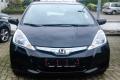 Hier steht der Honda Jazz Hybrid noch beim Händler.