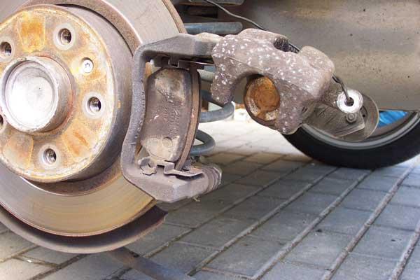 bremsbeläge und bremsscheiben hinten wechseln - langzeittest opel